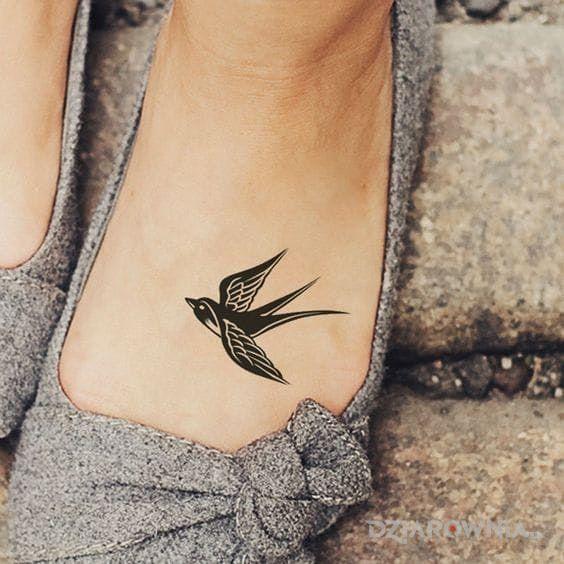 Tatuaż Jaskółka Autor Wiedzma Dziarowniapl