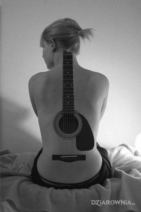 Tatuaż gra gitara - pozostałe