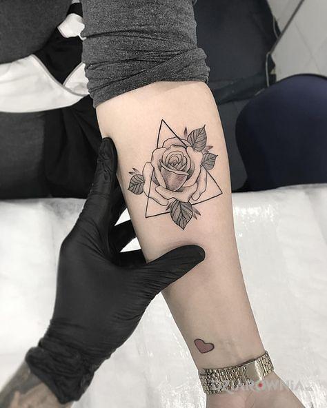Tatuaż Kontury Rozy Autor Dziunia16 Dziarowniapl