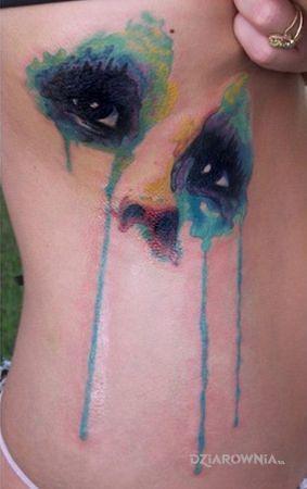 Tatuaż akwarelowe oczy w motywie kolorowe i stylu watercolor na żebrach