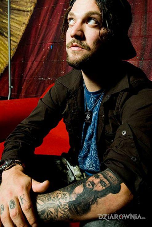Tatuaż bam margera - tatuaż na przedramieniu - sławnych osób