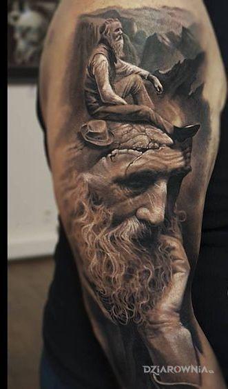 Tatuaż dziadek na dziadku w motywie postacie i stylu realistyczne na ramieniu