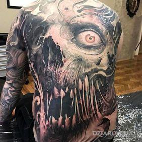 Przerażający tatuaż