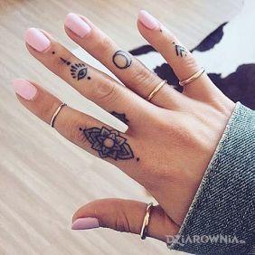 Tatuaże Na Palcach Wzory I Galeria Dziarowniapl