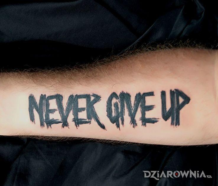 Tatuaż Never Give Up Autor Wert88 Dziarowniapl