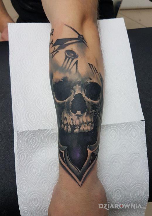 Tatuaż ręka - czaszki