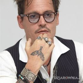 Johnny Depp - tatuaż ptak