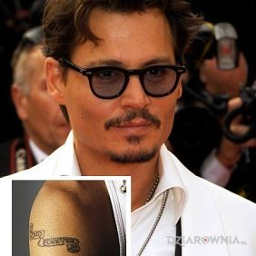 Johnny Depp - tatuaż napis