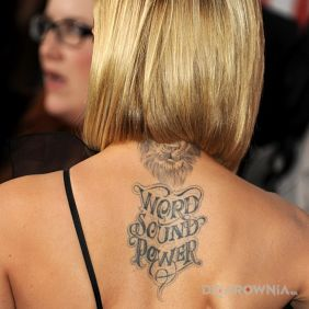 Mena Suvari - tatuaż: Word Sound Power