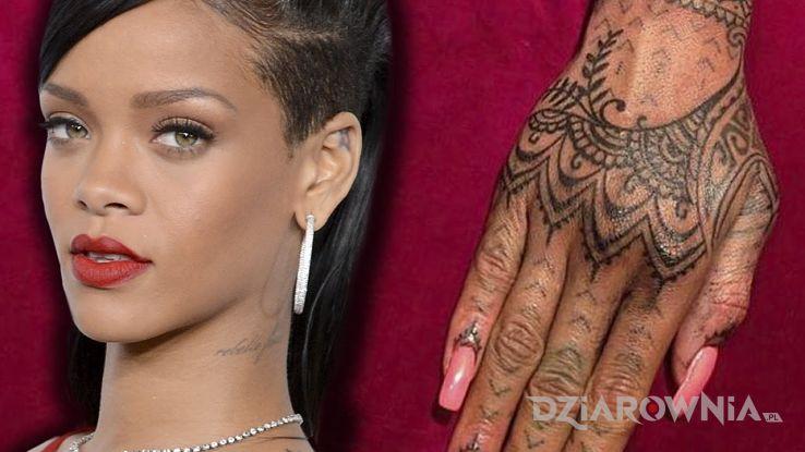 Tatuaż rihanna - tatuaż na ręku w motywie sławnych osób na dłoni