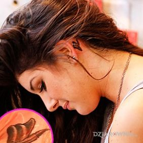 Shenae Grimes - tatuaż na szyi - piórko