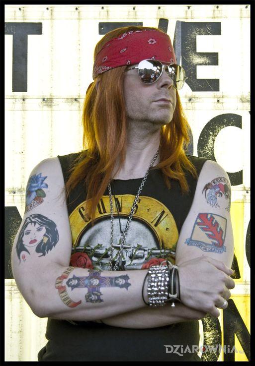 Tatuaż w axl rose z tatuażami na rękach - W. Axl Rose