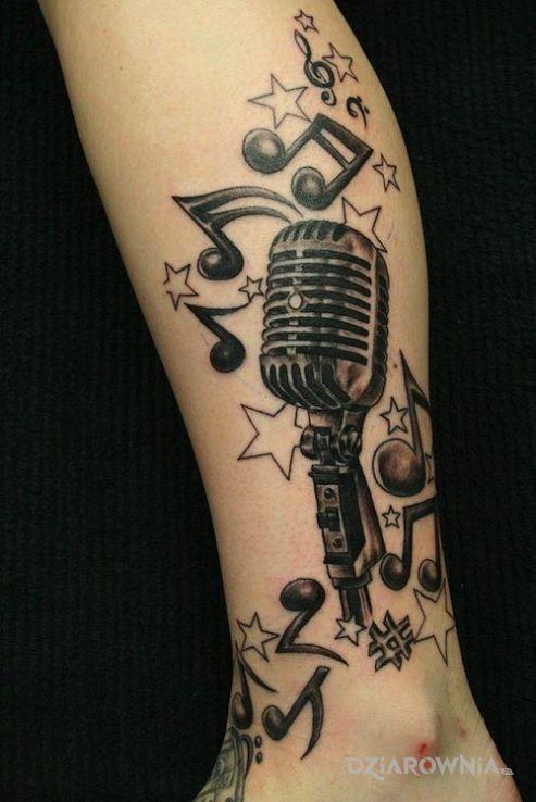 Tatuaż muzyczna kompozycja w motywie pozostałe na łydce