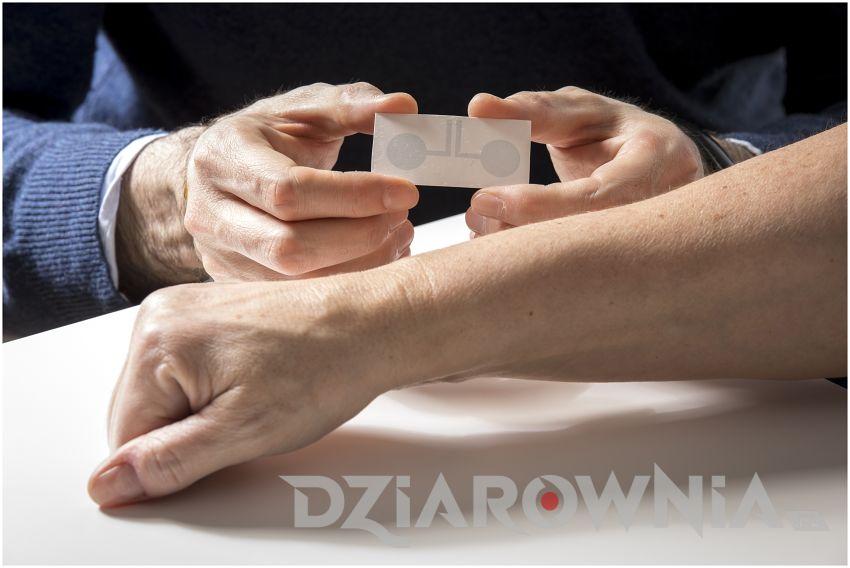 Elektroniczny Tatuaż Do Monitorowania Impulsów Elektrycznych Serca