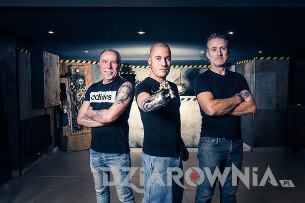 Trzech ludzi z tatuażem