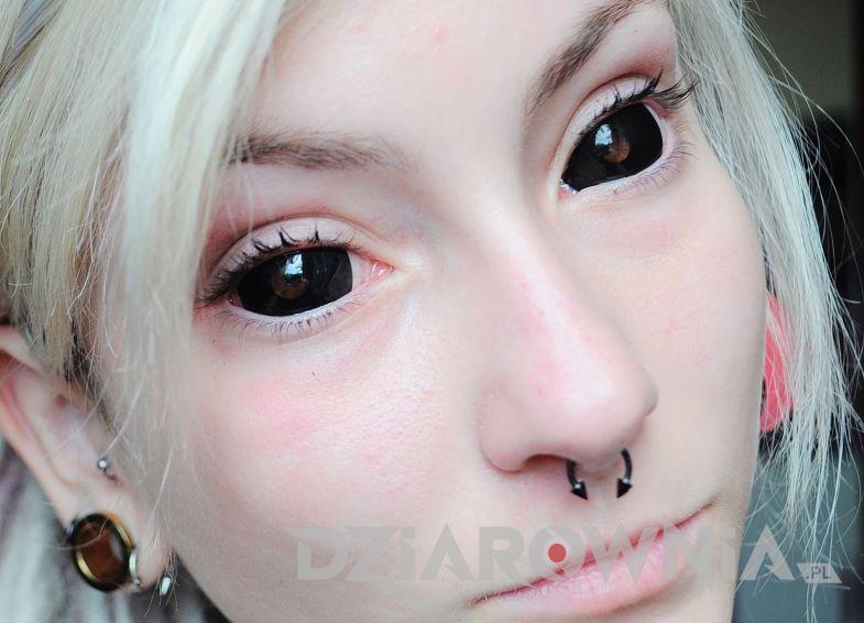 Tatuaż Czarne oczy u dziewczyny