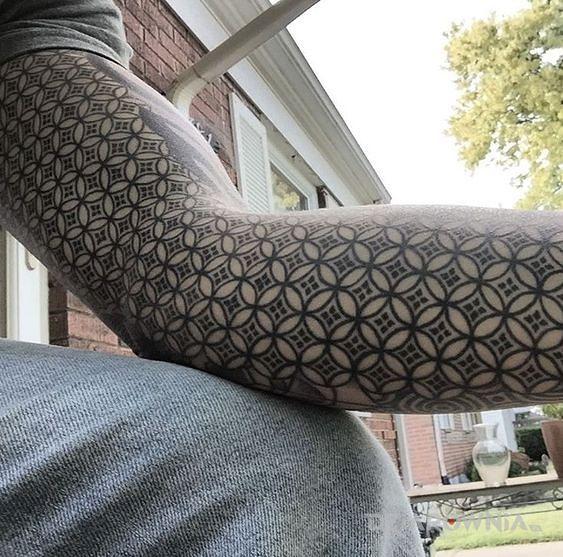 Tatuaż wzorki - rękawy