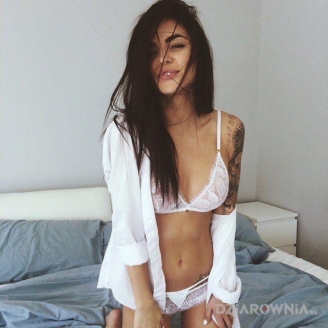 Tatuaż na biało - seksowne