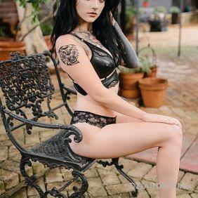 Tatuaże seksowne, czarnula, dziara dla kobiet