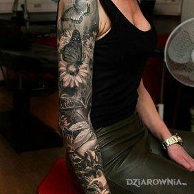 Tatuaże kwiaty, motyle motylki, dziara dla kobiet