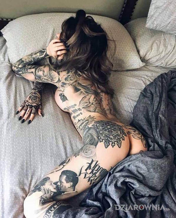 Tatuaż skupienie w motywie 3D i stylu realistyczne na plecach