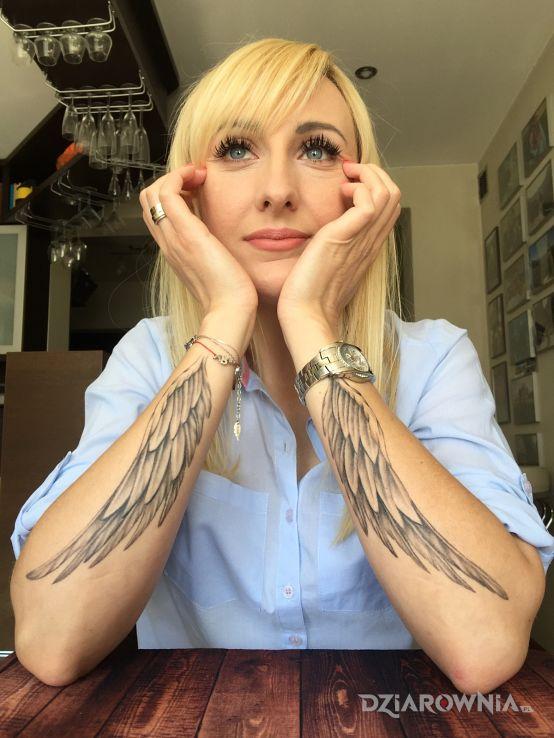 Tatuaż Skrzydła Autor Violafk Dziarowniapl