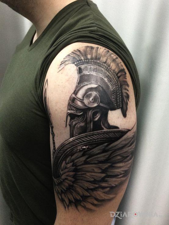 Tatuaż człowiek w zbroi - postacie