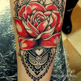 Róza koronka
