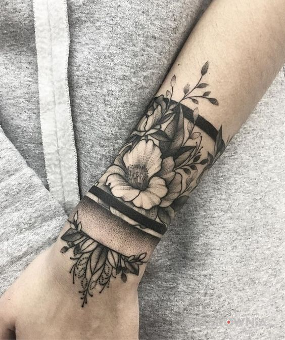 Tatuaż kwiatowa bransoleta - kwiaty