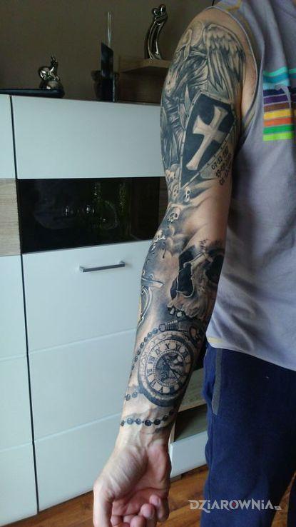 Tatuaż assassin zegar czachy różaniec klepsydra - czaszki