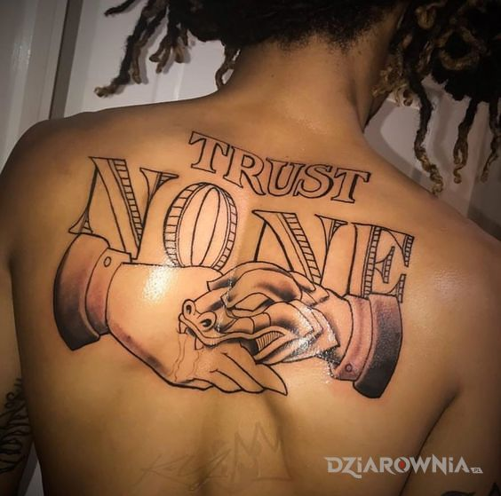 Tatuaż z przesłaniem - napisy