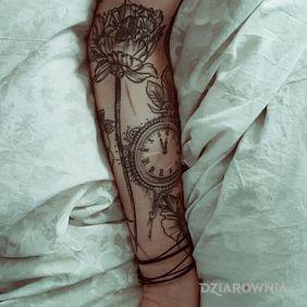 Szare tatuaże