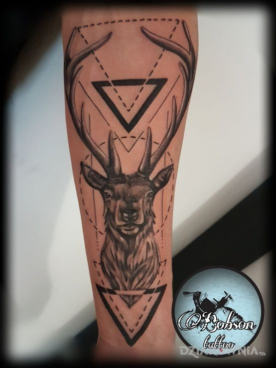Tatuaż Jeleń W Geometrii Autor Bocian Tattoo Dziarowniapl