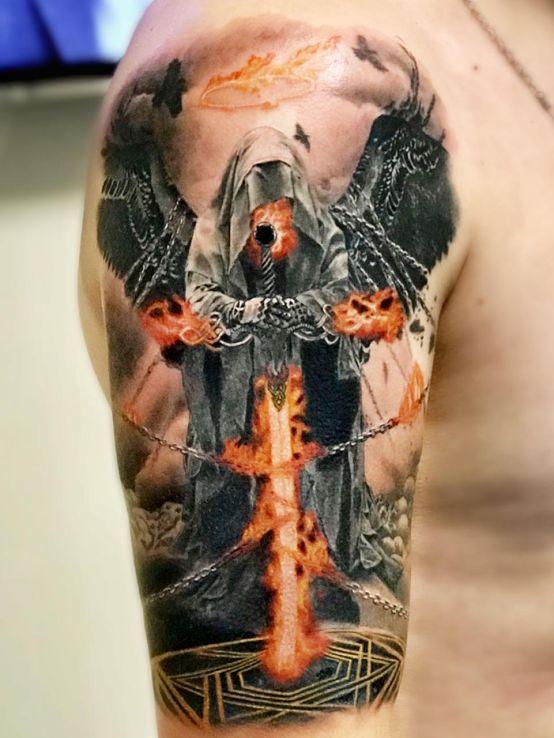 Tatuaż anioł śmierci w motywie anioły i stylu realistyczne na ramieniu
