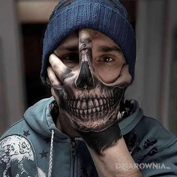 Tatuaż czaszka na dłoni - czaszki
