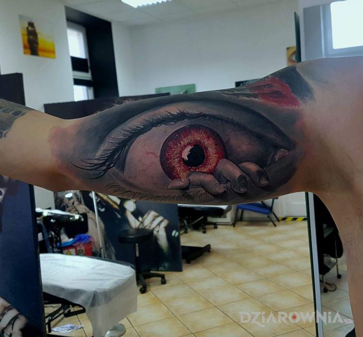 Tatuaż okooo - realistyczne