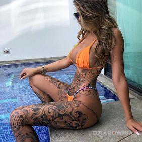 Laska na basenie
