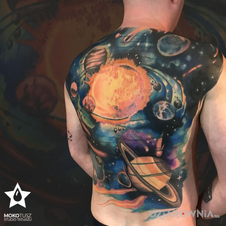 Tatuaż kosmos - kolorowe