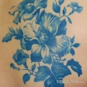Kolejne kwiaty w kolorze niebieskim