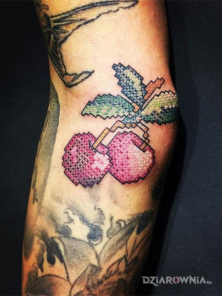 Tatuaż wisienki - haftowane