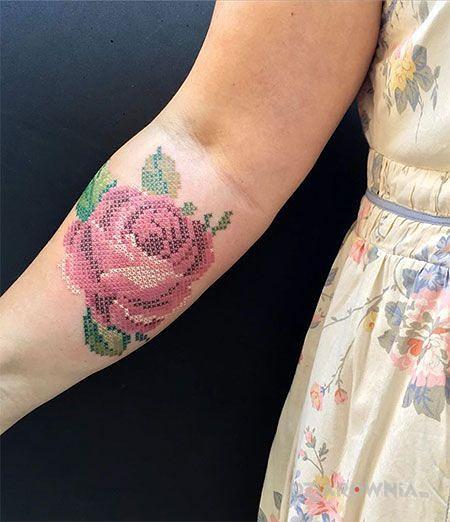 Tatuaż jeszcze jedna różyczka - kwiaty