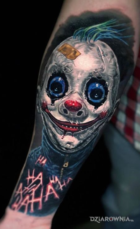 Tatuaż ty klaunie w motywie postacie i stylu realistyczne na przedramieniu