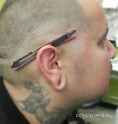 Tatuaż długopis - realistyczne