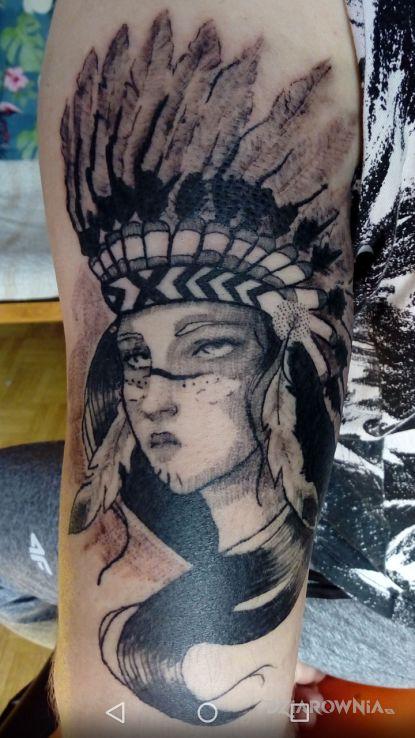 Tatuaż indianka - indiańskie