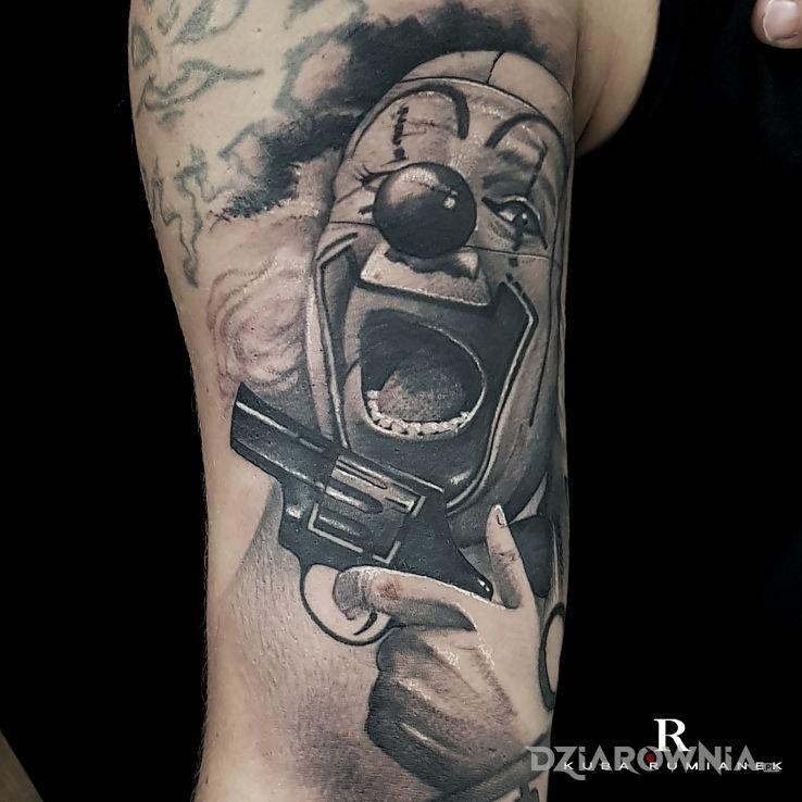Tatuaż clown2 w motywie twarze i stylu realistyczne na przedramieniu