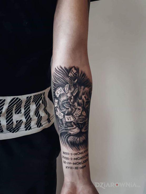 Tatuaż lew z zegarem - zwierzęta