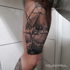 Statek i kompas