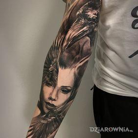 Kobieta ze skrzydłami