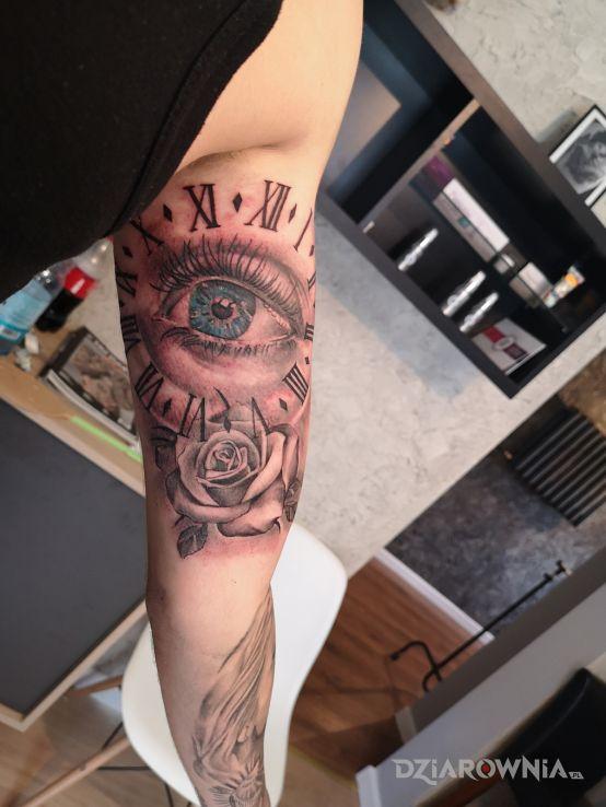Tatuaż Oko Czas Zegar Roza Autor Ula Sidoruk Dziarowniapl